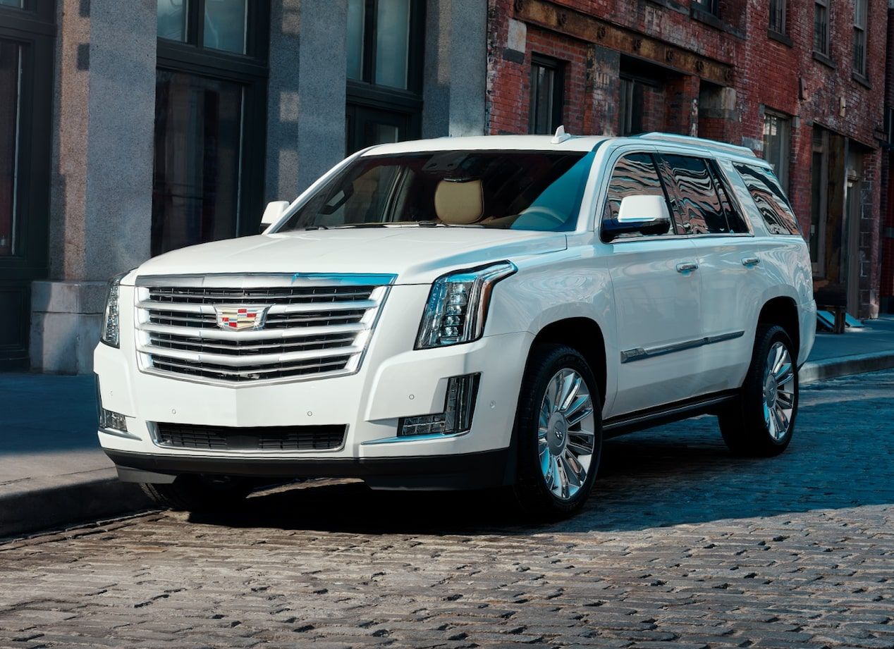 Front profile of the 2019 Escalade.