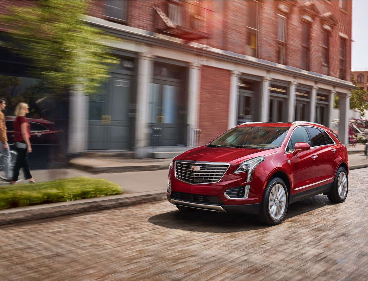 The 2019 Cadillac XT5 with 3 available Drive Modes.