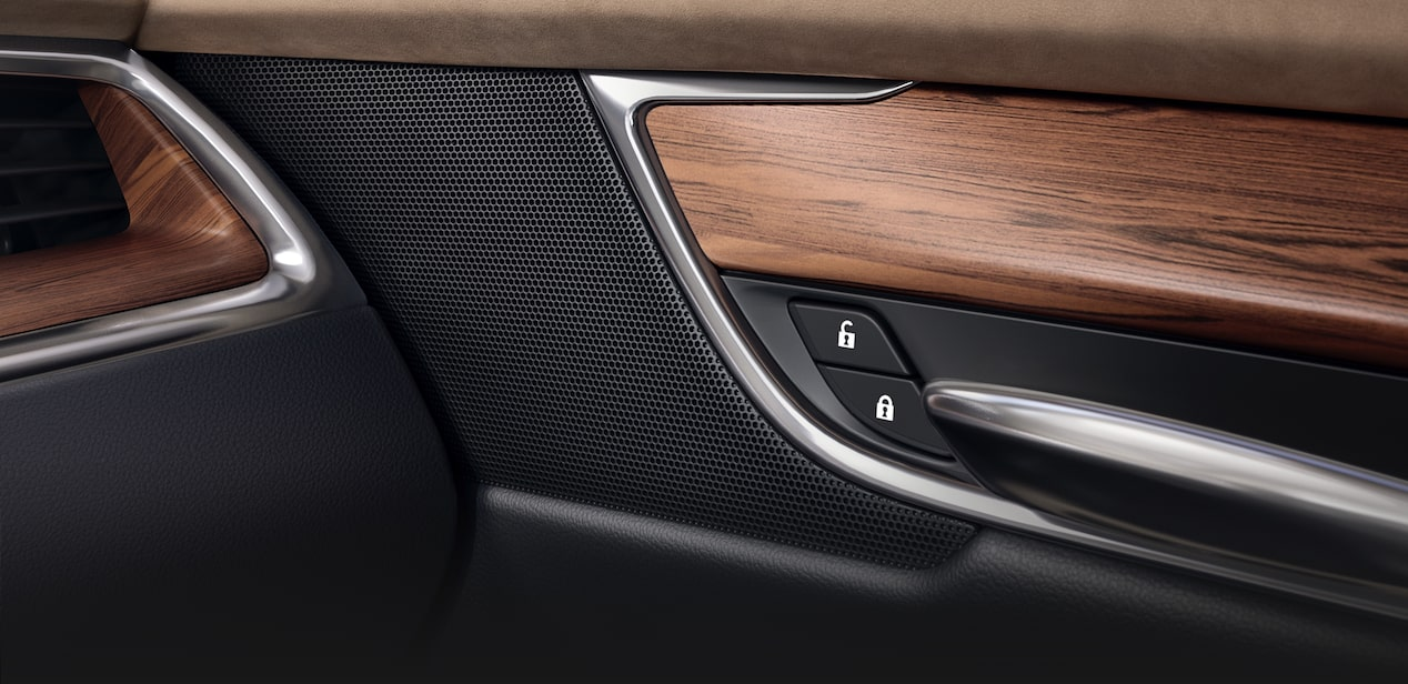 2019 Cadillac XT5's standard 8-speaker Bose sound system.