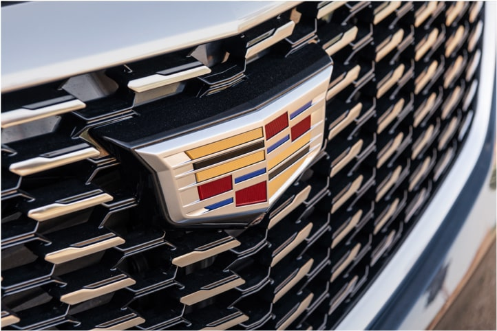 2020 Cadillac XT5 Luxury Crossover Grille.