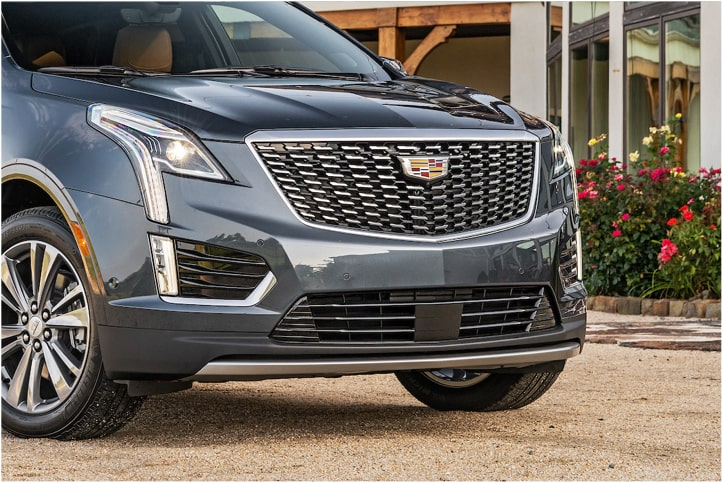 2020 Cadillac XT5 Crossover Front Angle Exterior With Building.