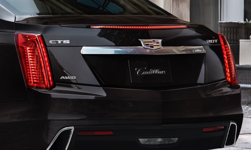 2019 CTS rear exterior: integrated rear spoiler and 48-LED brake lamp.