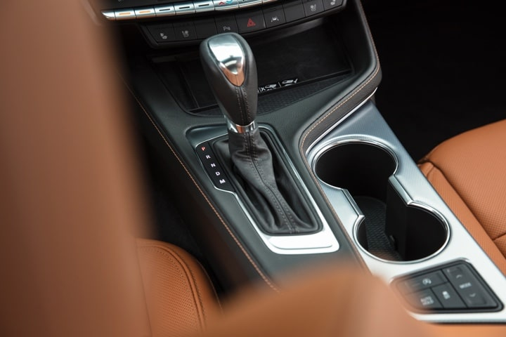 2020 Cadillac CT4 interior: gear stick and cup holders.