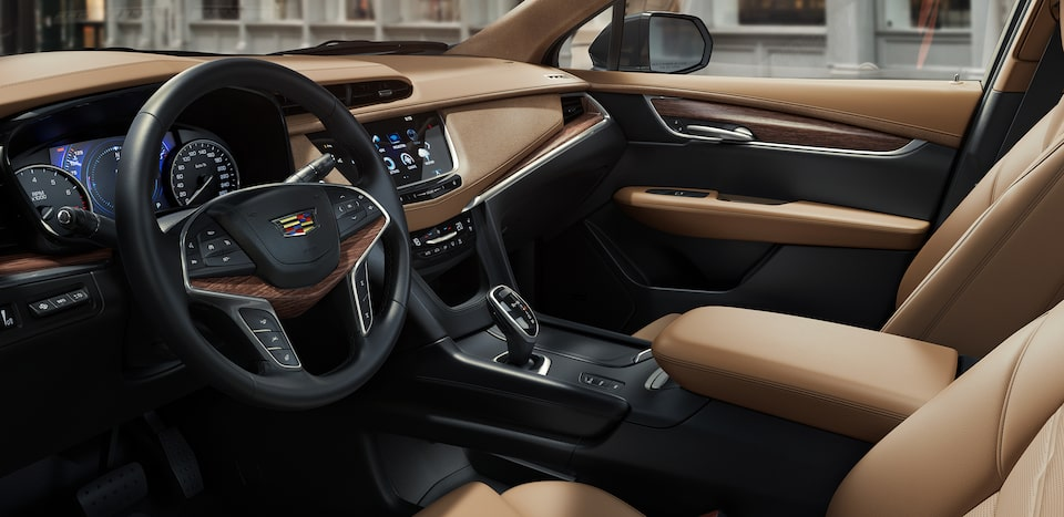 2019 XT5's standard leather-wrapped steering wheel.